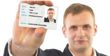 身分証明書と本人が一緒に大きく写っている鮮明な写真